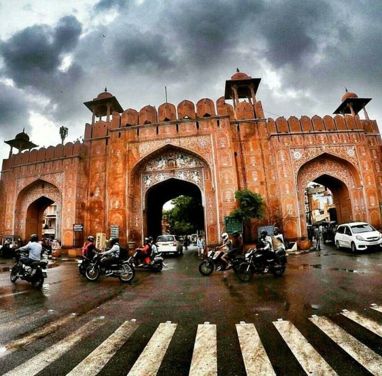 One rainy morning at Sanganeri Gate! Heading to Amer Fort!