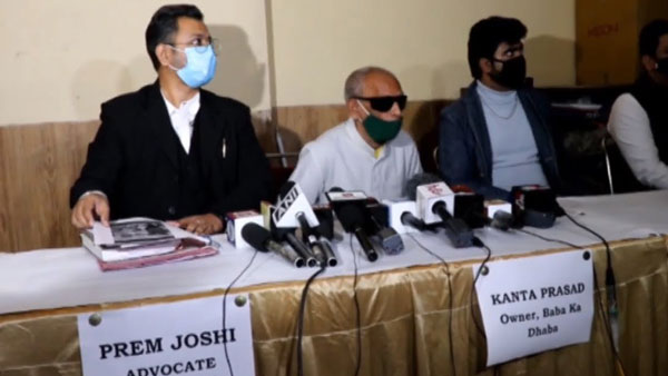 Baba ka Dhaba owner Kanta Prasad holding a press conference