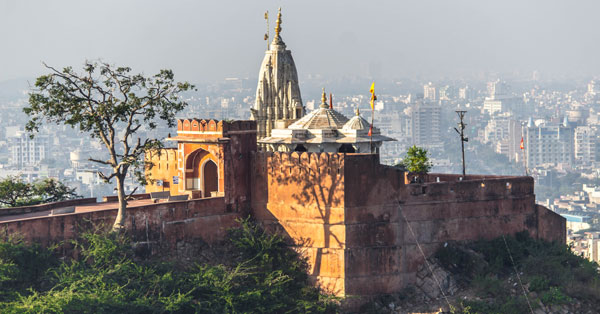 This temple in Jaipur stands on a outcrop on a hill which belongs to Aravalli range.